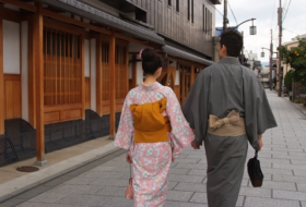 Strolling through Nishijin Photo
