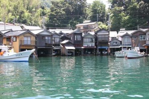 遊覧船から眺める伊根の舟屋群サムネイルイメージ